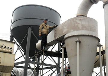 皮带给矿机_山西烘干机生产现场_磨粉机|碎石机|制砂机|移动破碎站--维科 ...